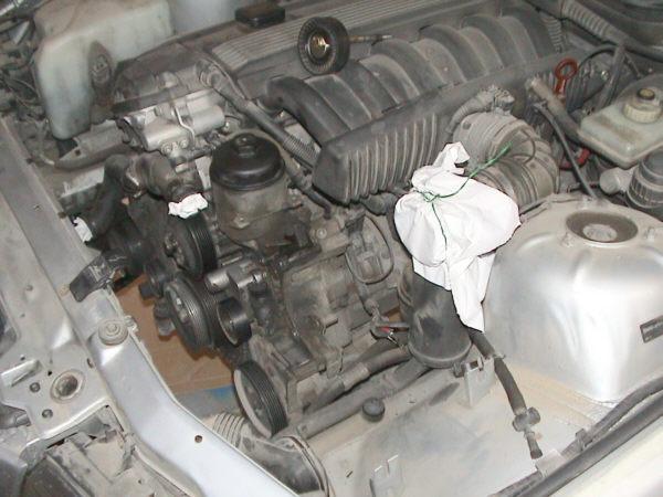 Cambiar engrasar los rodamientos del alternador de un bmw e36 for Cambiar llave radiador