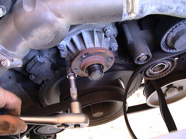 Cambio de la bomba de agua y del termostato en un e36 6l for Cambiar bomba de agua